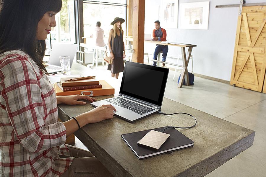 Ổ Cứng Di Động Seagate Backup Plus Ultra Slim 2TB USB 3.0 (Gold) - Hàng Chính Hãng
